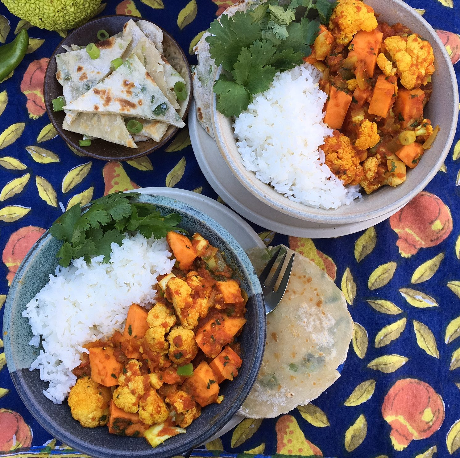 aloo gobi, sweet potatoes, potatoes, curry, cauliflower, turmeric, flatbread
