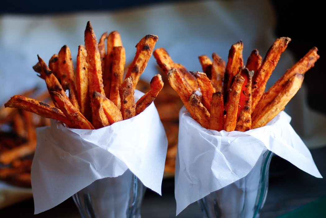 sweet potato fries, crispy sweet potato fries, baked sweet potato fries, crispy baked sweet potato fries, sweet potatoes, superbowl appetizer