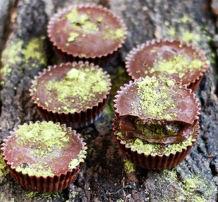 matcha cups, matcha almond butter cups, almond butter cups, vegan almond butter cups, vegan matcha almond butter cups