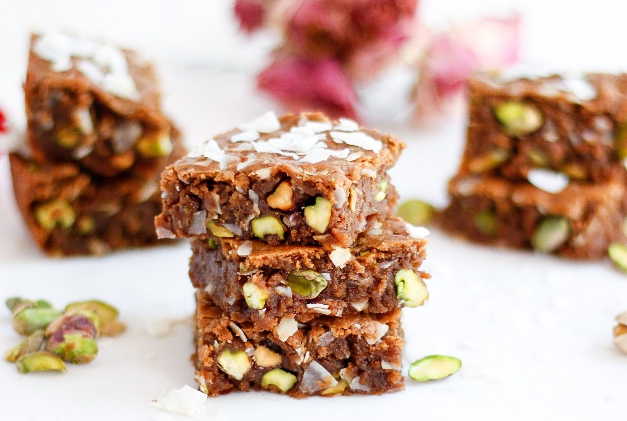 pistachio blondies, coconut pistachio blondies, vegan blondies, vegan coconut blondies, almond butter blondies, pistachios