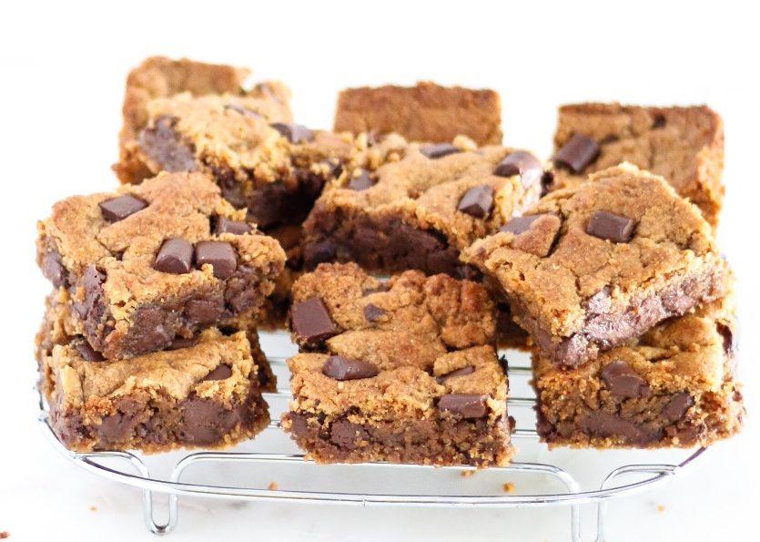 vegan chocolate chunk blondies, blondies, chocolate chunk blondies, vegan brownies