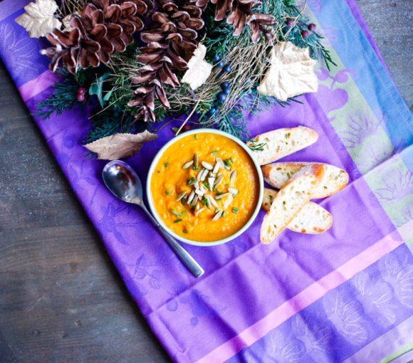 curry cauliflower soup, turmeric, cauliflower soup, curry, turmeric soup, cheesy cauliflower soup
