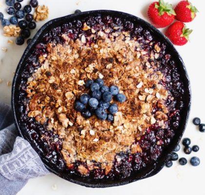 skillet blueberry crisp, blueberry crisp, vegan blueberry crisp