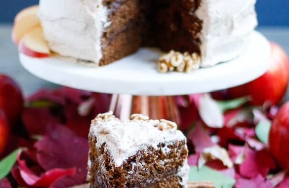 Molasses Spice Cake with Brown Sugar Cinnamon Buttercream {vegan}